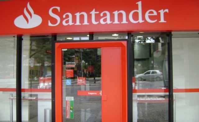 Santander, CaixaBank y BBVA plantean reescribir sus hipotecas para asumir parte de los gastos hipotecarios